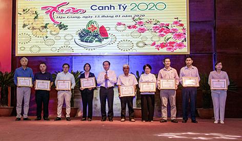 Lãnh đạo tỉnh họp mặt cuối năm với Nhà báo, Văn nghệ sĩ, Doanh nghiệp, Nhà khoa học, Nông dân và Kiều bào