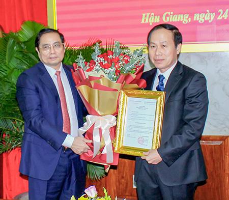 Công bố Quyết định chuẩn y ông Lê Tiến Châu giữ chức Bí thư Tỉnh ủy
