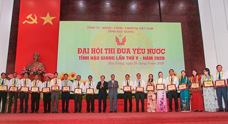 Gần 300 điển hình tiên tiến được tuyên dương tại Đại hội thi đua yêu nước tỉnh lần thứ V